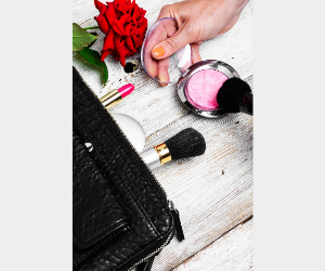 How To Choose A Makeup Pouch
